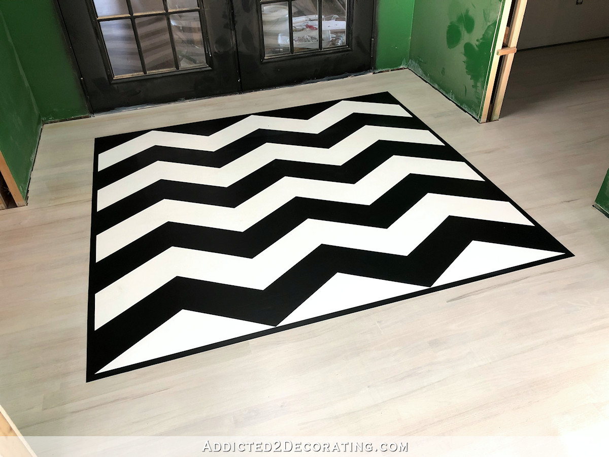 Motif de plancher en chevron peint - tanin de bloc qui saigne avec un apprêt à base d'huile