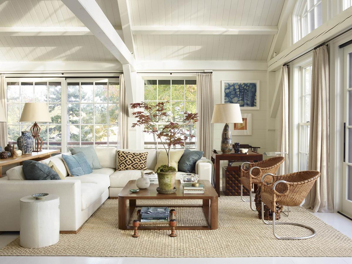conception de salon de maison de plage neutre | balade en bord de mer à la maison sur coco kelley