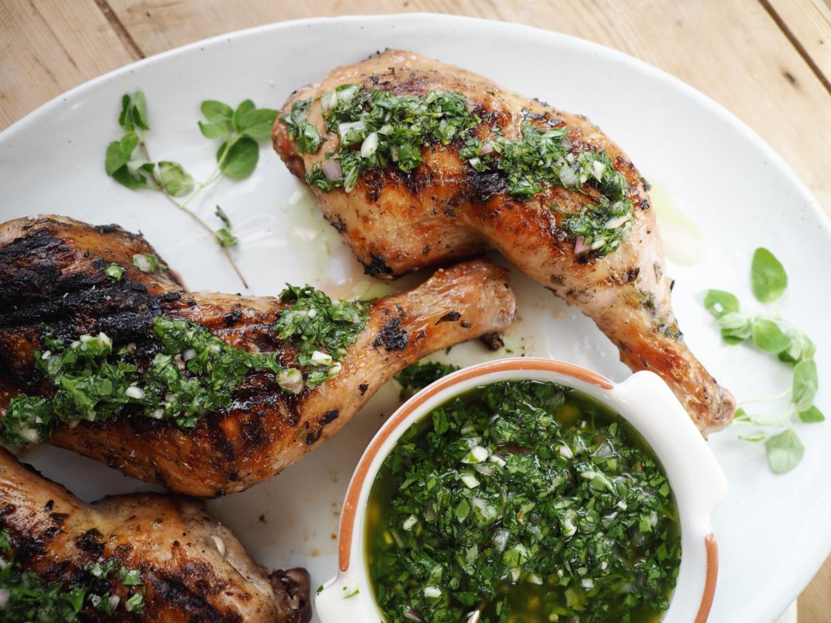 recette de chimichurri au poulet grillé avec salade de tomates anciennes sur coco kelley