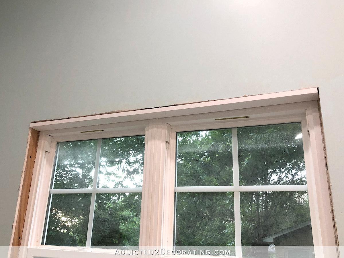 Garniture de fenêtre de bricolage - installez le montant supérieur