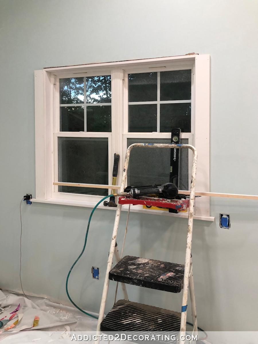 Couper et installer les revêtements latéraux sur la fenêtre en utilisant 1