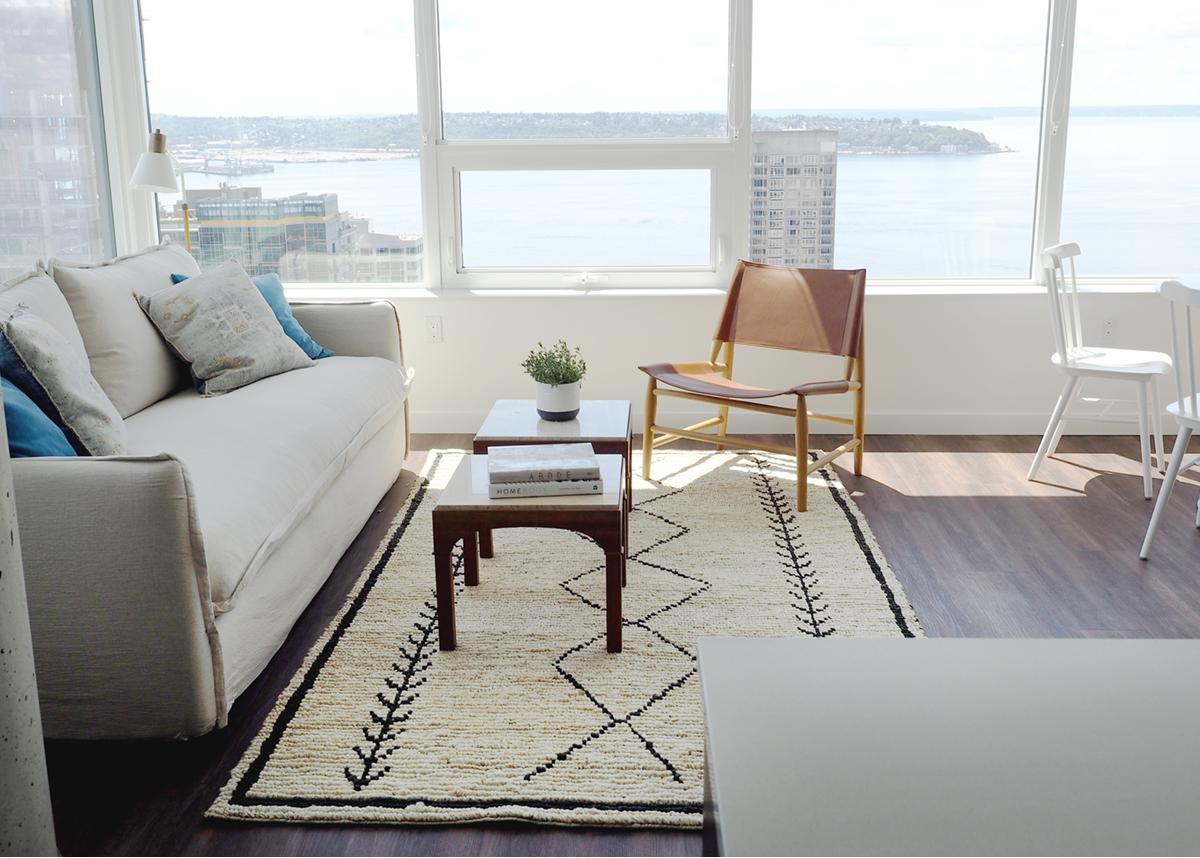 notre nouvel appartement au centre-ville de seattle et la façon dont nous décorons pour une location à court terme - coco kelley.
