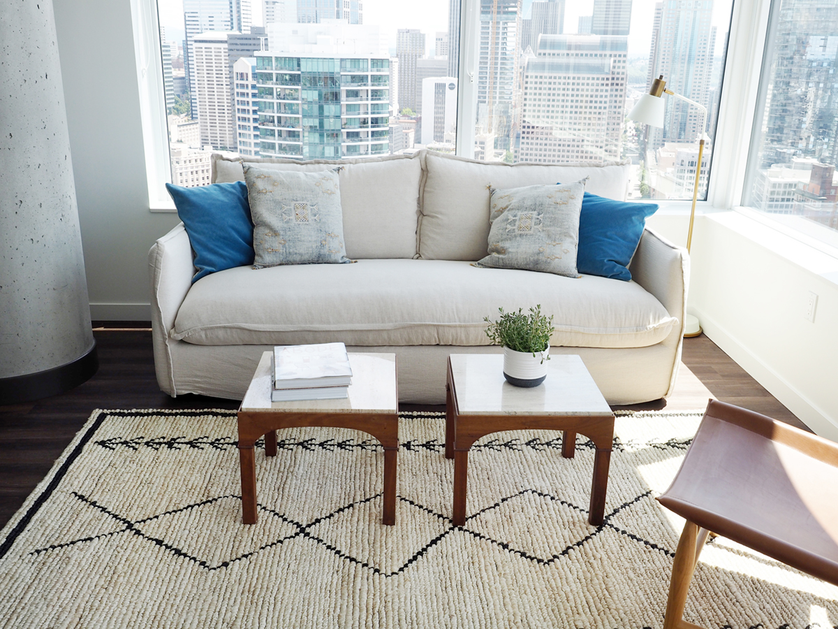 notre nouvel appartement au centre-ville de seattle et comment nous décorons pour une location à court terme
