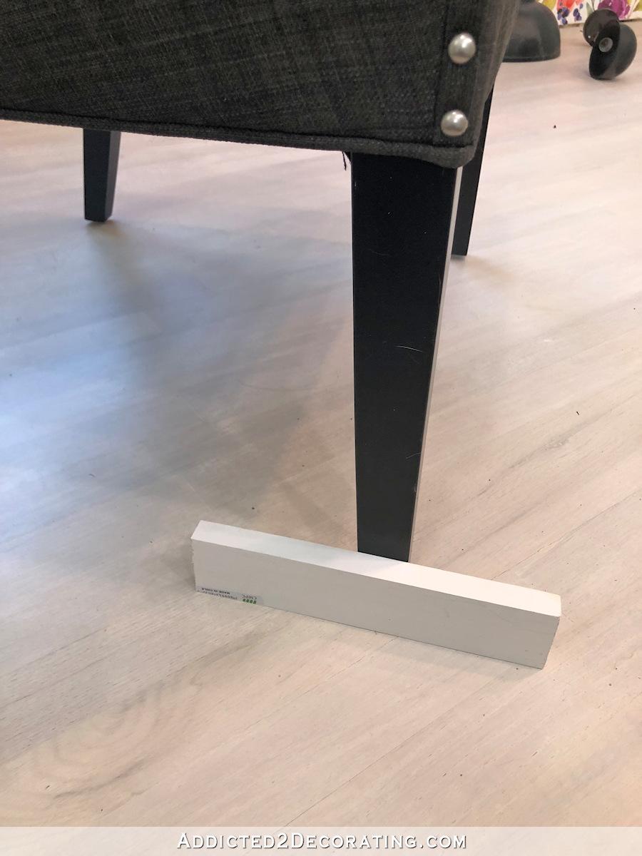 comment ajouter des roulettes à une chaise de salle à manger ou de bureau - 1