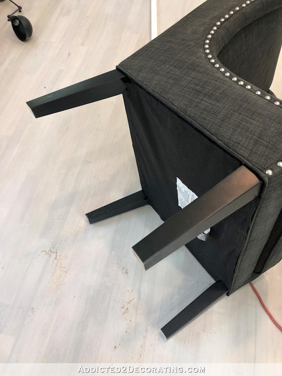 comment ajouter des roulettes à une chaise de salle à manger ou de bureau - 3
