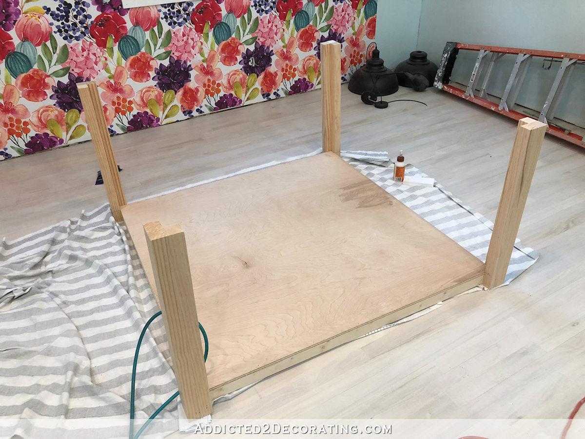 comment construire une grande table craft - 12 - étagère avec pieds attachés