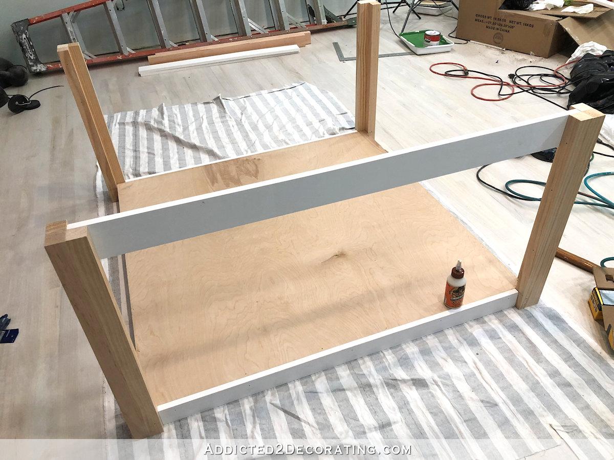 comment construire une grande table craft - 16 - ajouter un bord à l'étagère du bas