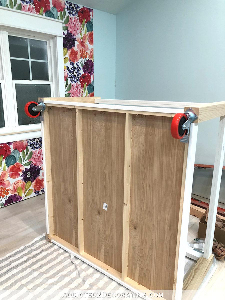 comment construire une grande table craft - 24 - ajouter des roulettes à blocage