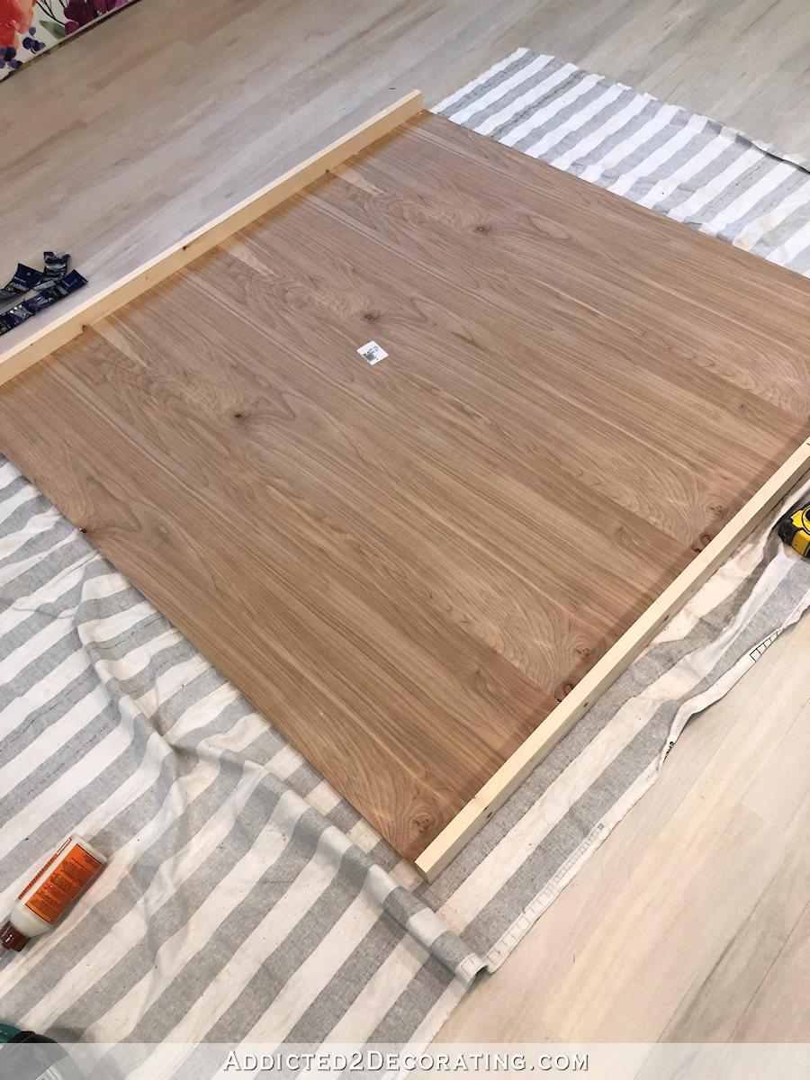 comment construire une grande table craft - 5 - ajouter un contreventement au bas de l'étagère