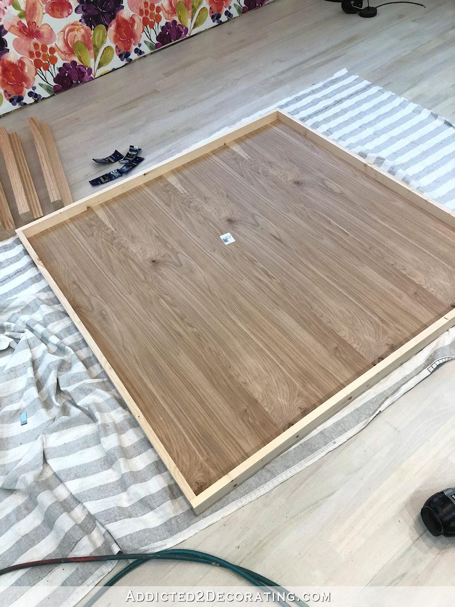 comment construire une grande table craft - 6 - ajouter un contreventement à l'étagère du bas
