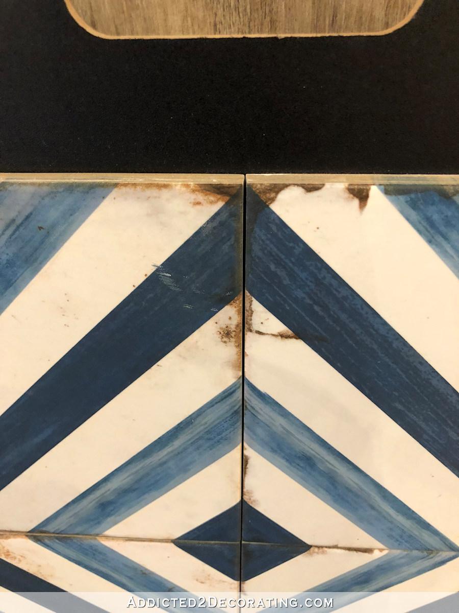 options de carrelage de salle de bains principale - 4 - rayures bleues et blanches en diagonale