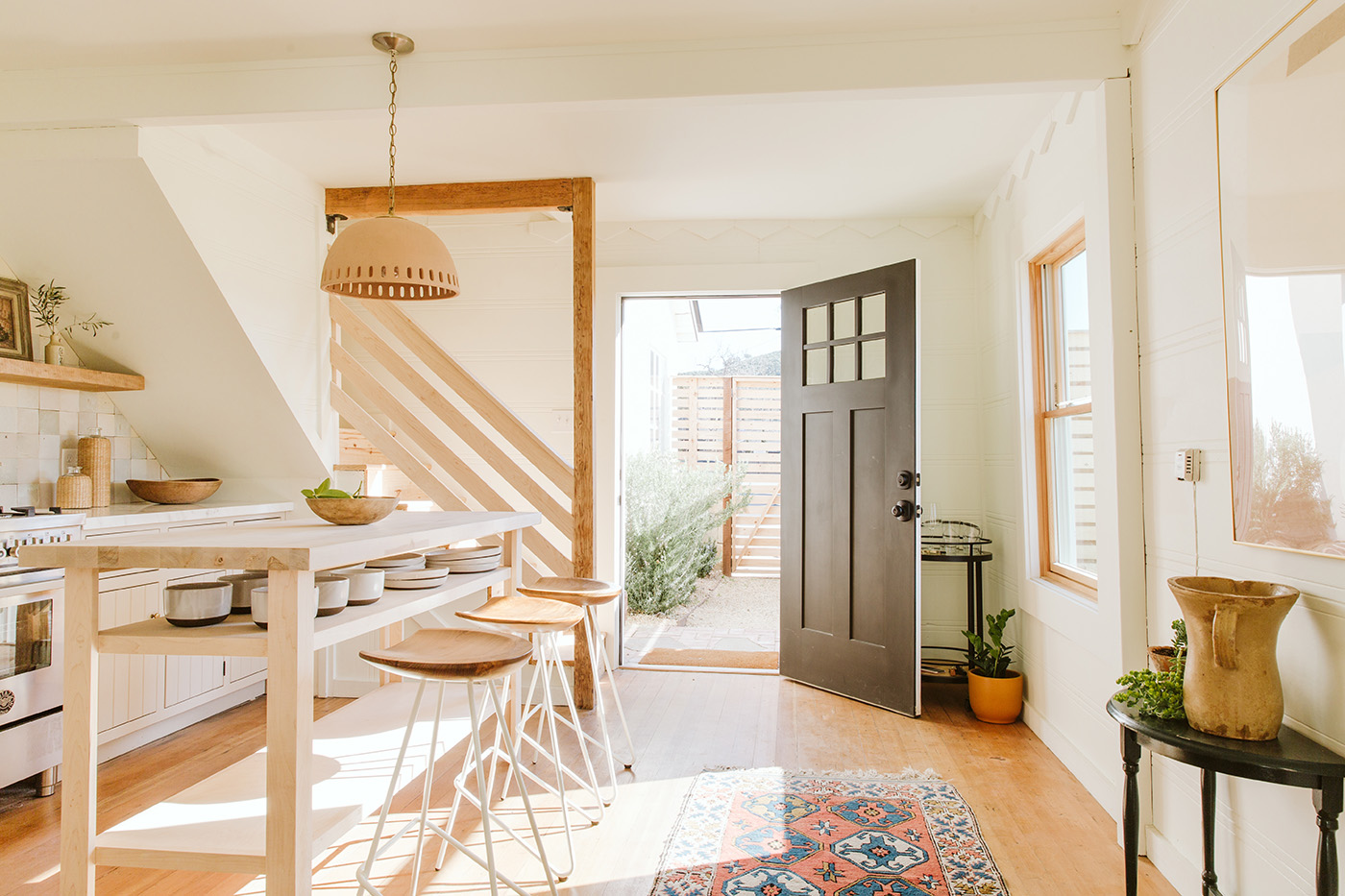 petit air house tour airbnb intérieur de style californien | Coco Kelley