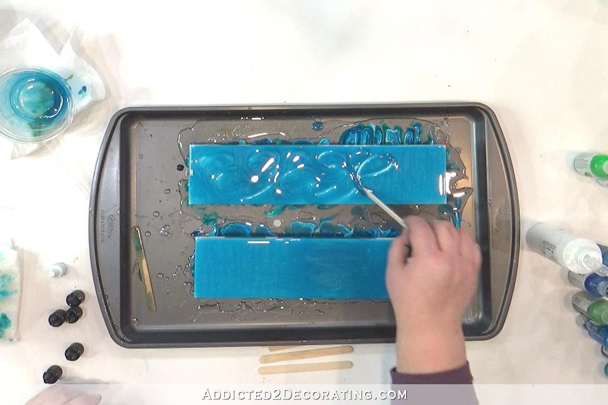 échantillons de carreaux de salle de bains - test 4a - résine teintée de reflets nacrés irisés