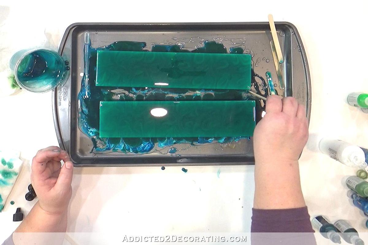 échantillons de carreaux de salle de bains - test 5a - résine teintée de liquide dans les tons bleu turquoise et vert