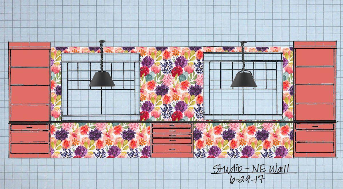 paroi avant de studio avec armoires corail en papier peint à fleurs et suspensions noires