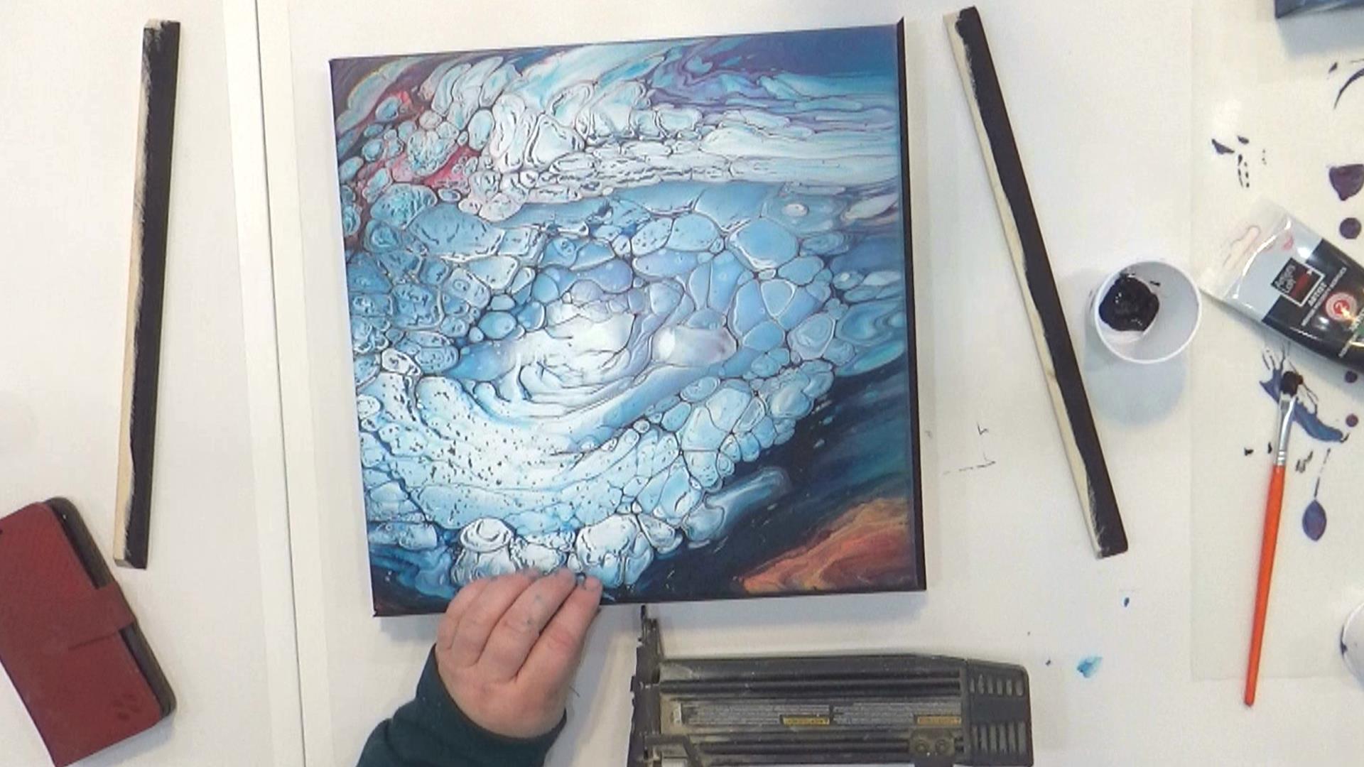 Cloud Pour - Avalanche - Clouer des pièces d'espacement aux bords de la toile