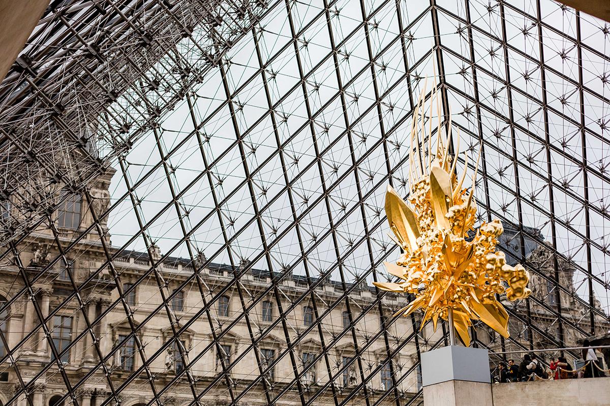 à l'intérieur de la pyramide de verre du louvre | vacances d'hiver à paris