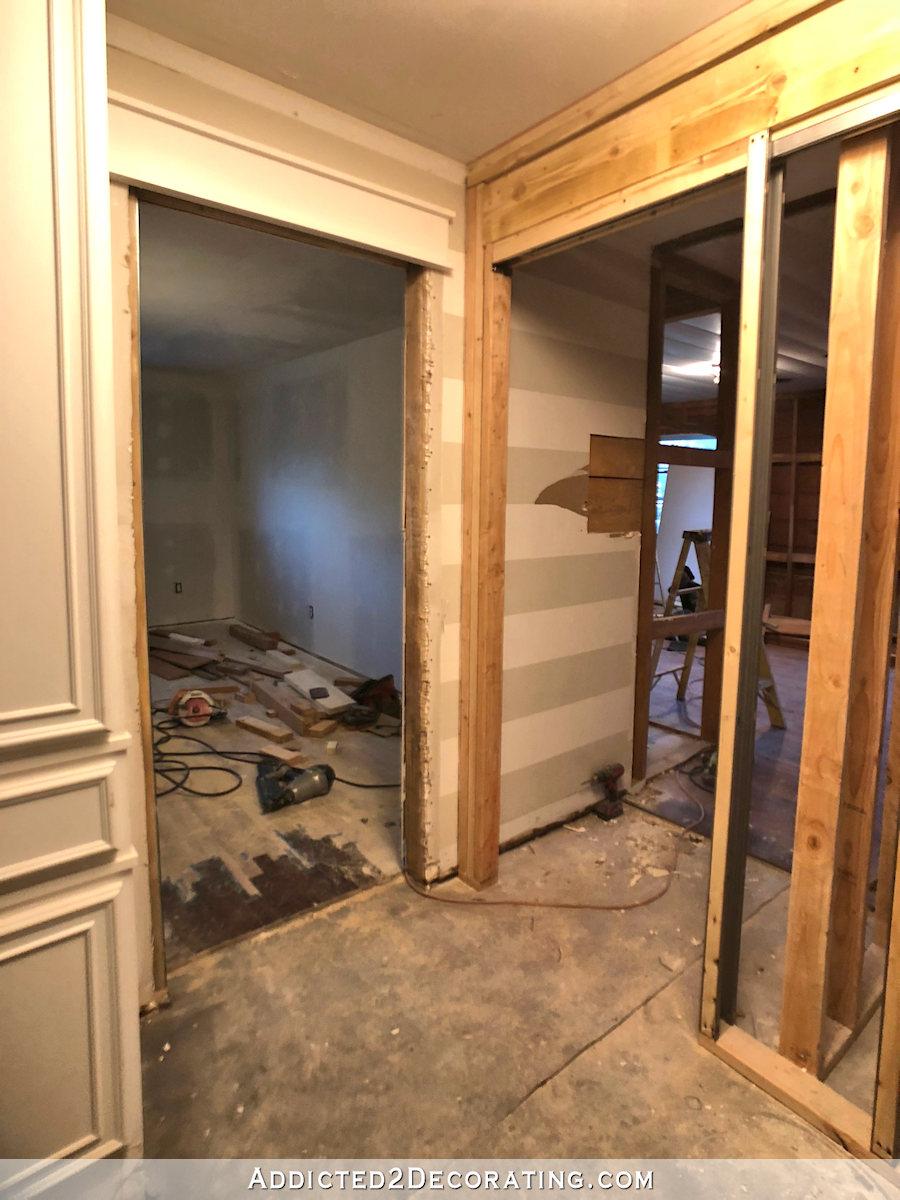 deux portes hors du couloir