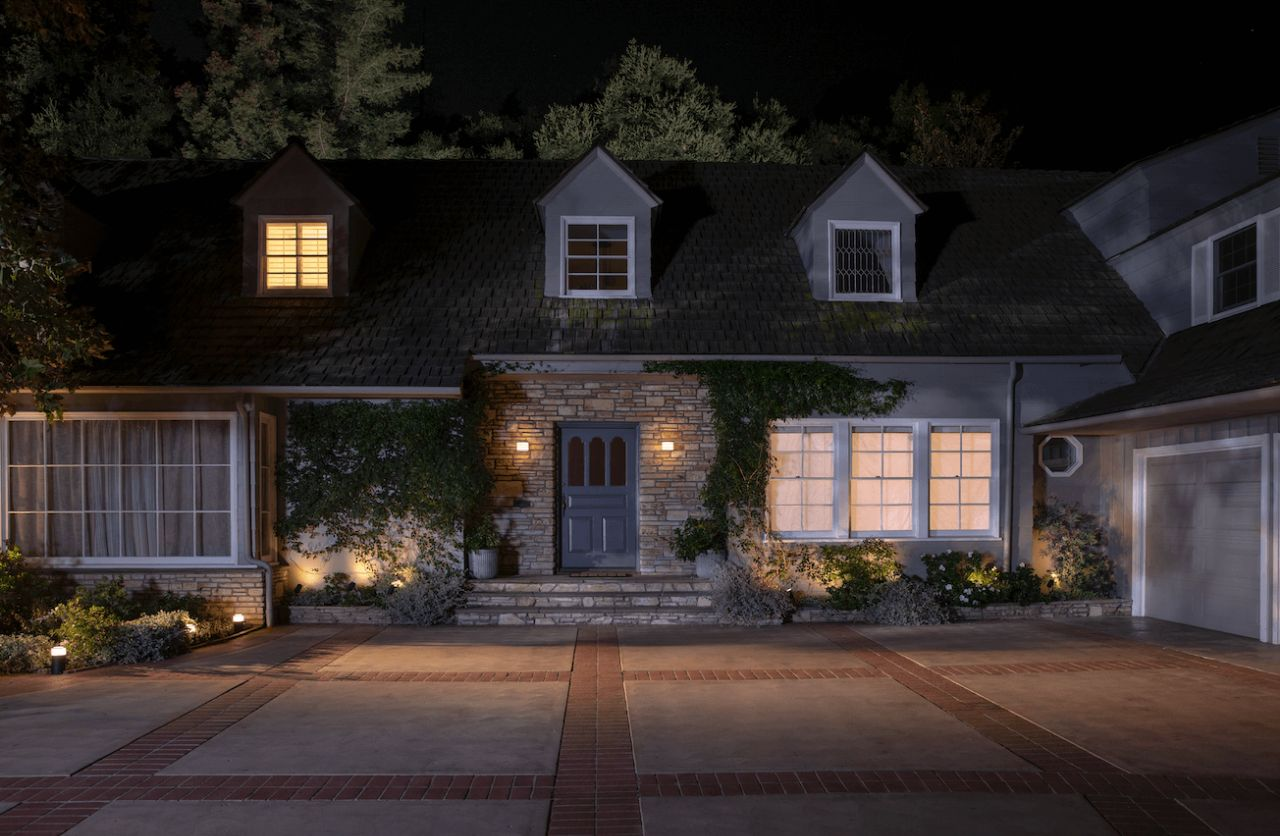 Outdoor security system for safer home