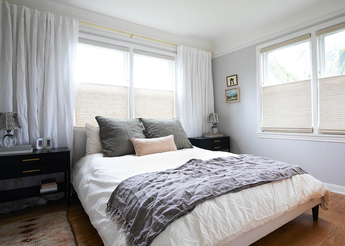 petite chambre principale avec des vibrations calmes coco kelley