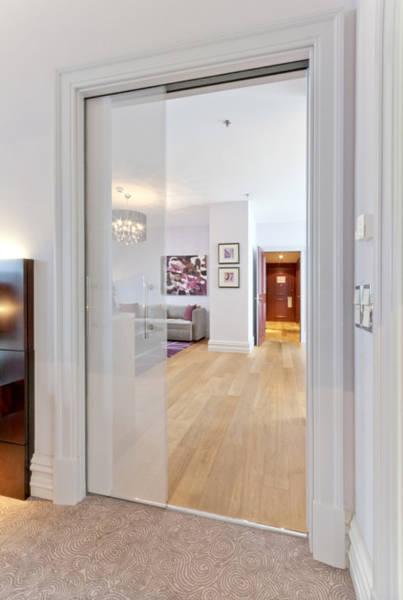 design moderne gelcoat fin 3 cm en marbre et r/ésine Receveur de douche blanc noir luxe mod/èle S/éville effet pierre ardoise